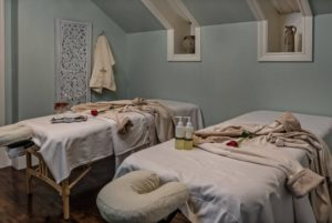 Spa-Room-Tables-with-robes-and-packages